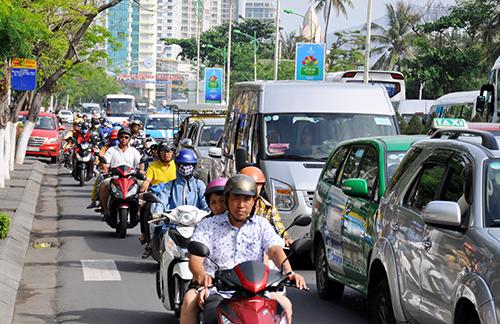 Giao thông tuyến đường Trần Phú, TP Nha Trang thường xuyên rơi vào cảnh ùn tắc. Ảnh: An Phước