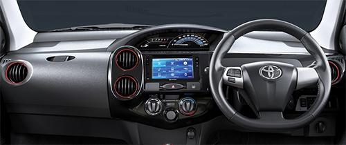 Nội thất bổ sung màn hình cảm ứng 6,8 inch cho hệ thống thông tin giải trí.