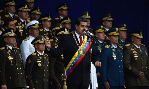 Tổng thống Venezuela Nicolas Maduro (giữa) phát biểu trước thời điểm xảy ra vụ tấn công ở thủ đô Caracas hôm 4/8. Ảnh: AFP.