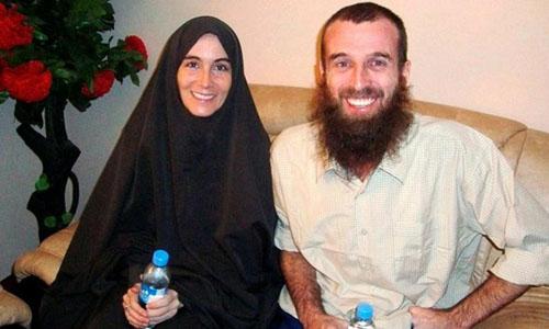Amanda Lindhout và bạn trai Nigel Brennan trong một cuộc phỏng vấn với báo chí năm 2009. Ảnh: STR.