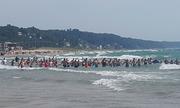 Du khách kết tay nhau xuống biển tìm người mất tích ở Mỹ