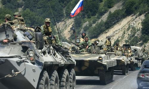 Các đơn vị đầu tiên của Nga vượt hầm Roki hôm 8/8. Ảnh: AFP.