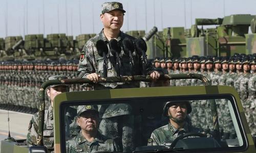 Ông Tập duyệt đội ngũ trong lễ kỷ niệm thành lập PLA 1/8/2017. Ảnh: SCMP.