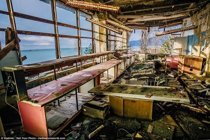 Cảnh hoang phế trong nhà máy ngư lôi tuyệt mật thời Liên Xô