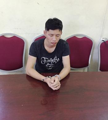 Một trong hai nghi can người Trung Quốc tại cơ quan điều tra. Ảnh: B.M
