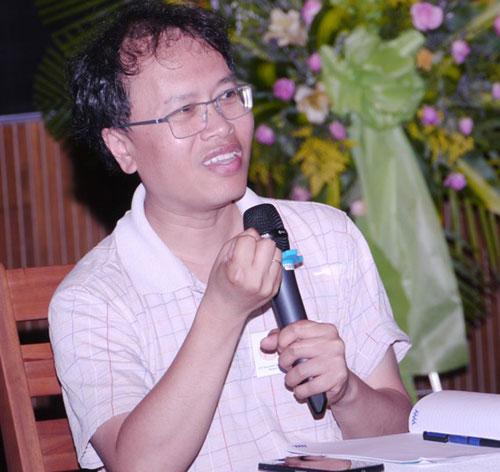 GS Đàm Thanh Sơn đang trao đổi với các học sinh ưu tú của Việt Nam ngày 7/8 tại Quy Nhơn. Ảnh:ICISE.