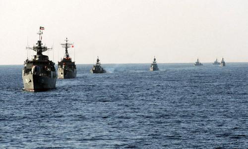 Tàu chiến Iran trong một cuộc tập trận năm 2011 tại eo biển Hormuz. Ảnh:IRIN.