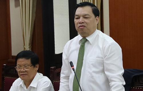 Ông Lê Mạnh Hùng (bìa phải). Ảnh: TG