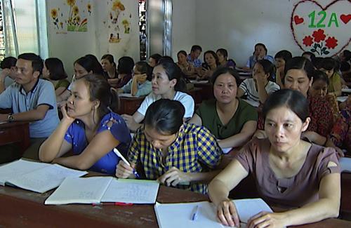 Một buổi bồi dưỡng nghiệp vụ cho những giáo viên THCS Diễn Châu thuộc diện thuyên chuyển. Anh: Lâm Sơn.