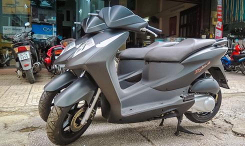 Xe ga huyền thoại Honda Dylan 150 mới cóng ở Sài Gòn
