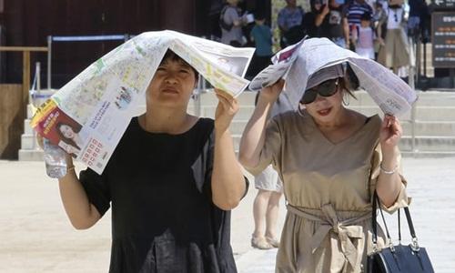 Hơn 3.400 người Hàn Quốc đã phải điều trị các vấn đề về sức khỏe liên quan đến nắng nóng. Ảnh: AP.