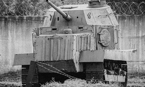 Một xe tăng máy kéo của Liên Xô trong Thế chiến II. Ảnh: RBTH.