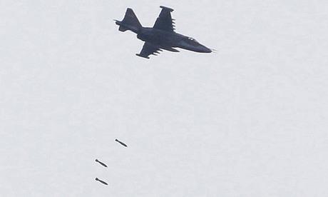 Một cường kích Su-25 Nga thả bom xuống vị trí quân Gruzia hôm 11/8. Ảnh: AFP.