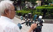Người đàn ông Đài Loan gắn 11 điện thoại trên xe đạp để bắt Pokemon