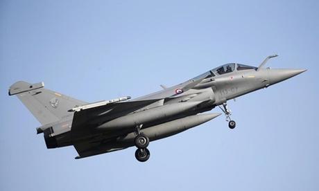 Chiến đấu cơ Rafale chuẩn bị hạ cánh tại căn cứ ở Saint-Dizier, Pháp tháng 2/2015. Ảnh: Reuters.
