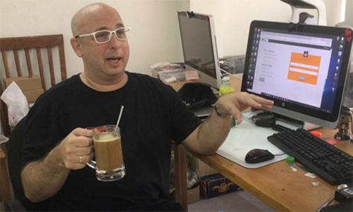 Erik Frankel tại văn phòng kiêm nhà xưởng ở quận 2, TP HCM. Ảnh:Hạnh Phạm.