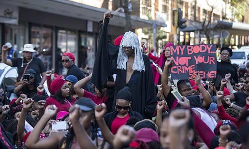 Phụ nữ Nam Phi biểu tình hôm 1/8. Ảnh: AFP.
