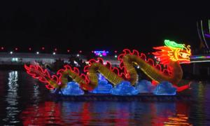 Cặp rồng dài 12 mét trong lễ hội ở bến Ninh Kiều