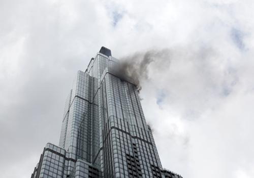 Đám cháy xảy ra tại tầng 64. Ảnh: Rix Pham.