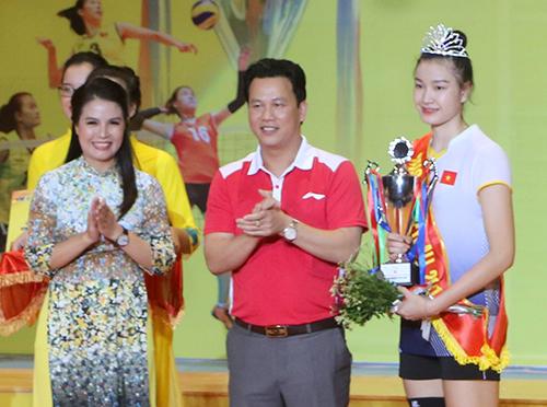 VĐV Đặng Thị Kim Thanh (Đội Việt Nam)đoạt danh hiệu hoa khôi của giải. Ảnh: Đức Hùng