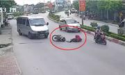 Tránh ôtô khách, ngÆ°á»i phụ nữ bá» xe máy tông bất tá»nh: Ai có lá»i?