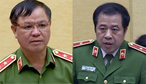 Trung tướng Trần Văn Vệ và thiếu tướng Phạm Văn Các (từ trái qua) làm phó thủ trưởng cơ quan Cảnh sát điều tra Bộ Công an.