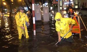 Nhiều tuyến đường ở Hà Nội ngập sau trận mưa lớn