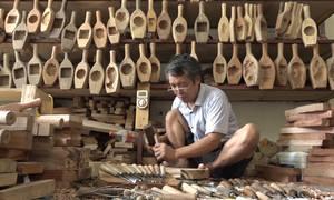 Nghệ nhân 35 năm giữ nghề đục khuôn bánh trung thu
