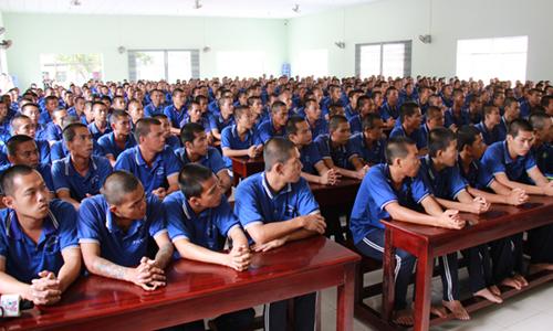 Các học viên tại buổi thăm hỏi củacục Phòng chống tệ nạn xã hội. Ảnh: Hoàng Nam