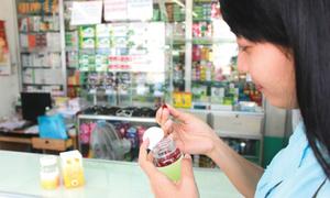 Vì sao nhiều người Việt tự mua thuốc tây uống chứ không đi khám?