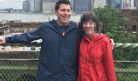 Richard Russell trong một bức ảnh chụp cùng vợ. Ảnh: Facebook.