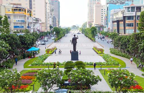 Phố đi bộ Nguyễn Huệ là điểm thu hút rất đông người dân và du khách đến vui chơi vào dịp cuối tuần, lễ, tết. Ảnh: Hữu Công