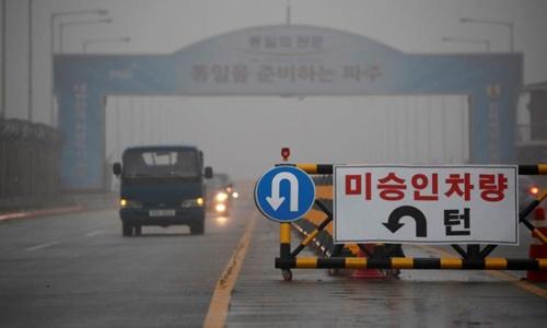 Cầu Thống nhất dẫn tới Khu Phi quân sự liên Triều. Ảnh: Reuters.