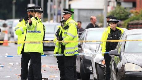 Cảnh sát phong tỏa hiện trường vụ xả súng sáng 12/8 ở thành phố Manchester, Anh. Ảnh: PA.