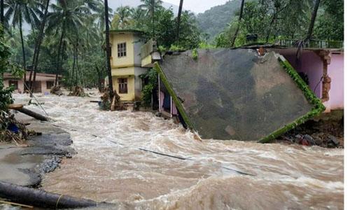 Một ngôi nhà ở huyệnKozhikode, bang Kerala bị phá hủy do lũ lụt hôm 9/8. Ảnh: PTI.