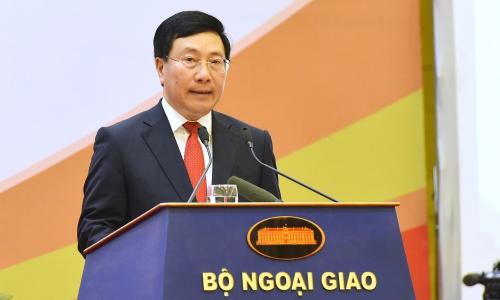 Phó thủ tướng, Bộ trưởng Ngoại giao Phạm Bình Minh trong hội nghị ngoại giao ngày 13/8 tại Hà Nội. Ảnh: Giang Huy.