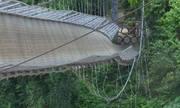 Cầu treo tuột cáp, hàng nghìn hộ dân bị ảnh hưởng