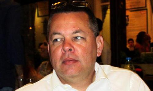 Mục sư người Mỹ Andrew Brunson, một trong những nguyên nhân gây căng thẳng giữa Washington và Ankara. Ảnh: Reuters.