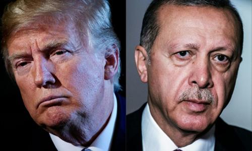 Tổng thống Mỹ Donald Trump (trái) và Tổng thống Thổ Nhĩ Kỳ Recep Tayyip Erdogan. Ảnh: AFP.