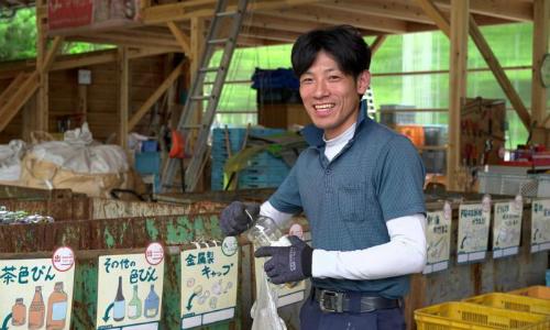 Kazuyuki Kiyohara, người quản lý trung tâm rác thải ở Kamikatsu. Ảnh: ABC.