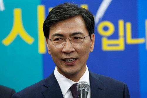 Cựu ứng viên tổng thống Hàn Quốc Ahn Hee-jung phát biểu tại một sự kiện ở Seoul tháng 3/2017. Ảnh: Reuters.