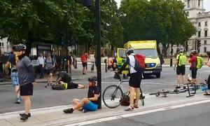 Người đi xe đạp bị đâm gục trong vụ lao xe ngoài tòa nhà quốc hội Anh
