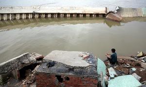 Bờ kè sông Đồng Nai bị sạt lở khi mới đưa vào sử dụng