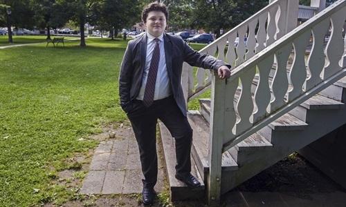 Ethan Sonneborn, 14 tuổi, đang tranh cử cho vị trí thống đốc bang Vermont. Ảnh: AP.