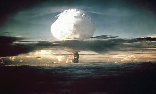 Nấm phóng xạtừ thử nghiệm hạt nhânIvy Mike của Mỹ tại Thái Bình Dương, năm 1952. Ảnh: AP.