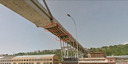 Cầu đang được sửa chữa vài tháng trước khi sập. Cây cầu đang được duy tu từ năm 2016. Ảnh: Google.