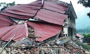 Nhà hai tầng ở trường tiểu học đổ sập khi đang sửa chữa