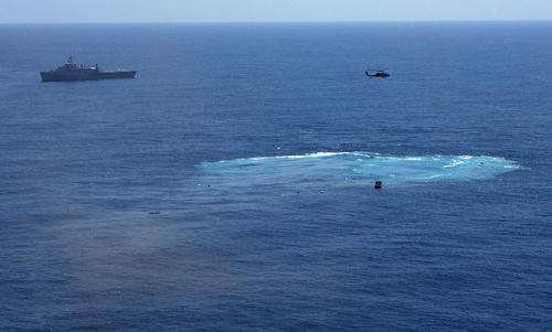 Vệt nước sau khi USS America chìm dưới mặt biển. Ảnh: US Navy.