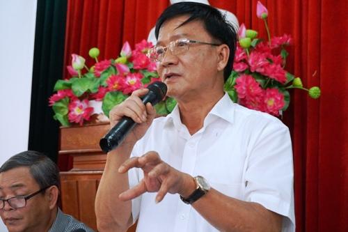 Chủ tịch UBND Quảng Ngãi Trần Ngọc Căng đối thoại với người dân xã Phổ Thạnh. Ảnh: Phạm Linh.