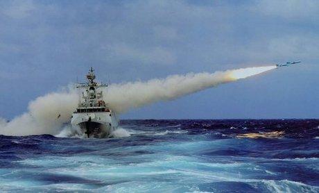 Một tàu hộ vệ Type-056 phóng tên lửa diệt hạm trong đợt diễn tập năm 2016. Ảnh: Sina.